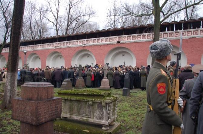 Картинки по запросу Перезахоронение Каппеля на Донском кладбище в Москве